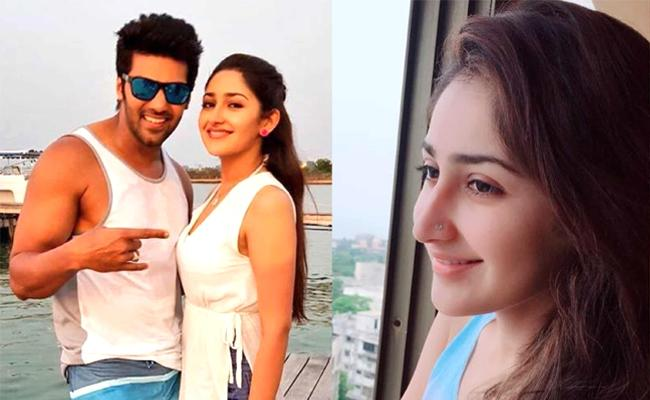 Tamil Hero Arya and Sayesha will Marry in March  - Sakshi
