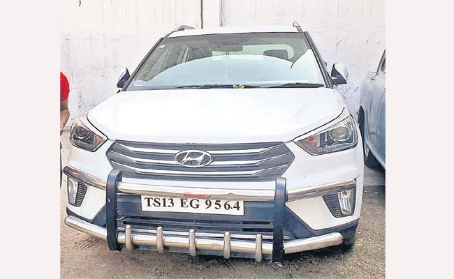 64 Challns on Car in Hyderabad - Sakshi
