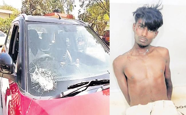Phsyco Person Stone Attack on Cars - Sakshi