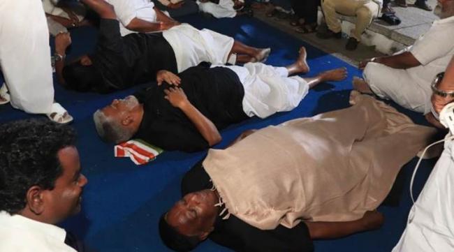 Puducherry CM Sleeps On Road Outside Kiran Bedi Home - Sakshi