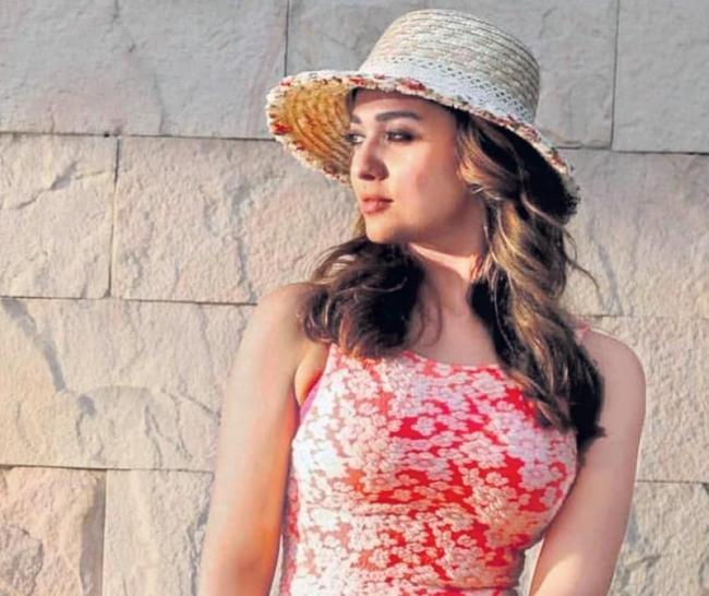 Vignesh Shivan To Produce Nayanthara In Her Next - Sakshi