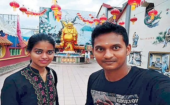 Ring Dancer Swathi And Artist Srinivas Love Special Story  - Sakshi