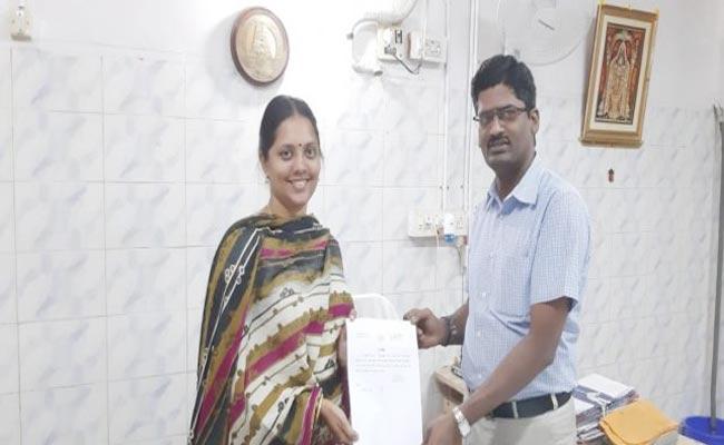 Tamilnadu Woman Got No Caste No Religion Certificate - Sakshi
