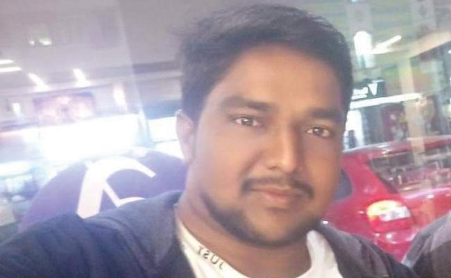 Men Died in Train Accident East Godavari - Sakshi