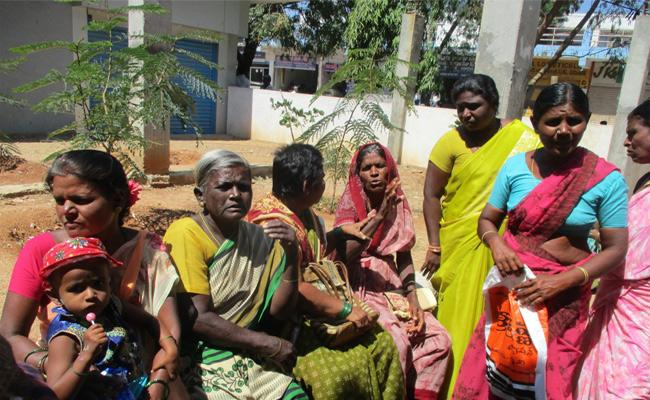 Womens Problem Face With Pasupu Kunkuma Cheque - Sakshi