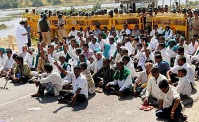 Farmers Held Dharna In National Highway In Nizamabad - Sakshi
