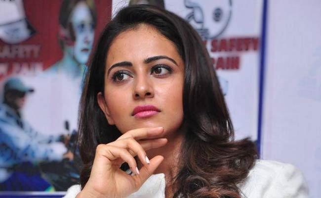 Rakul Preet About An Incident With Her Friends - Sakshi
