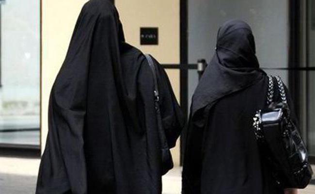 man wears burkha, enters ladies toilet, booked - Sakshi