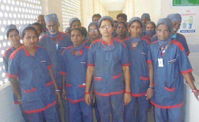 Wages Shortage in Drainage Workers Vizianagaram - Sakshi