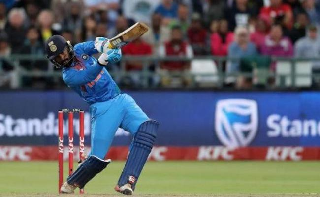 Dinesh Karthik vs Rishabh Pant for World Cup, MSK weighs in on debate - Sakshi