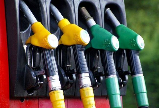 Petrol Prices cut by Rs 5, Diesel Down by Rs 1 - Sakshi