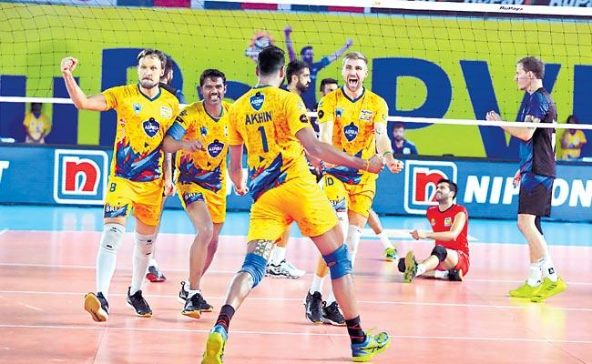 The Chennai Spartans teamed up to the playoffs - Sakshi