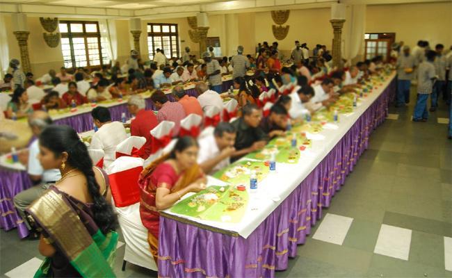 Knife Attacks in Wedding Dinner in Tamil Nadu - Sakshi