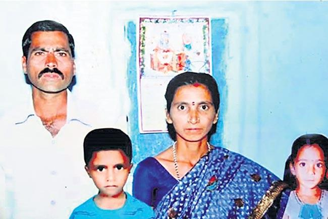 Farmers living in agriculture - Sakshi