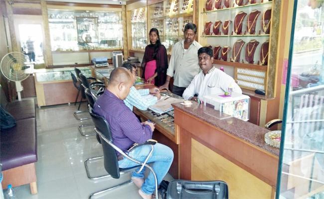 Income Tax Raids in Narsipatnam Payaka Rao Peta - Sakshi