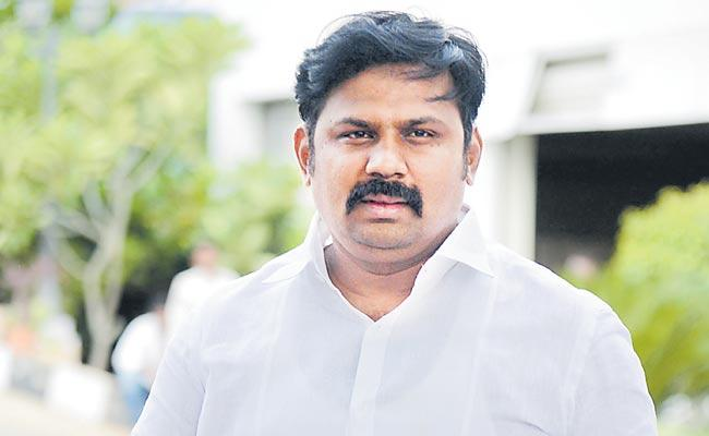 TDP leader Wema Narendar Reddy had his sons questioned ED - Sakshi