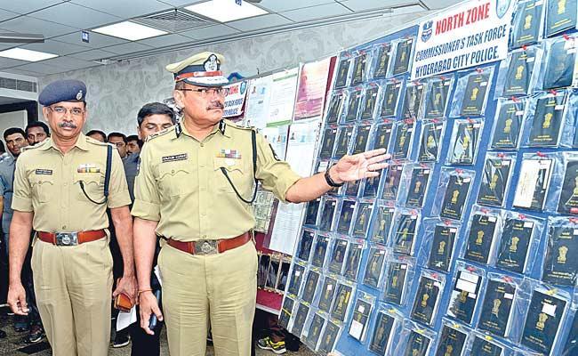 Police Arrest Fake Visa And Passport  Making Gang In Hyderabad - Sakshi