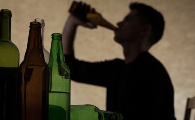 Illinois University Professors Says Binge drinking Rewires A Teenagers Brain More At Risk - Sakshi