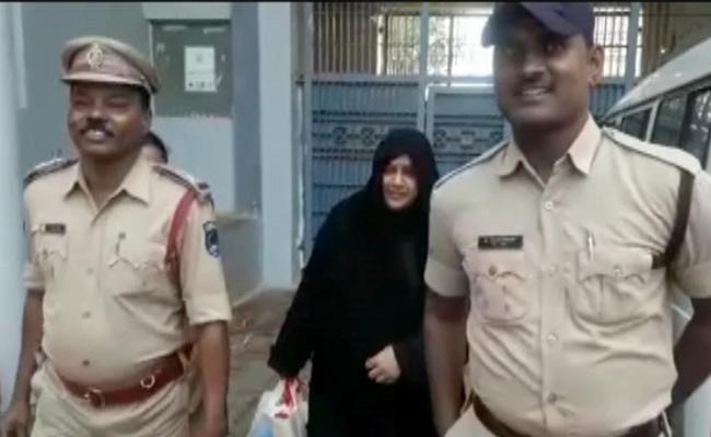 Heera Group Nowhera Shaik Into Cyberabad Police Custody - Sakshi