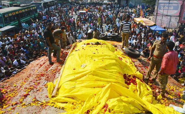 64 Feet Lord Sri Ram Statue in Karnataka - Sakshi