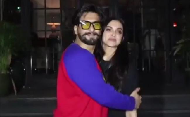 Ranveer Singh Kisses Deepika Padukone Publicly - Sakshi