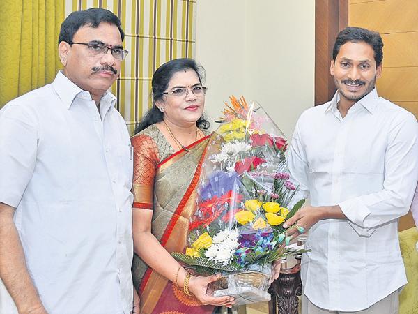 Killi Kruparani To Join YSR Congress Party - Sakshi