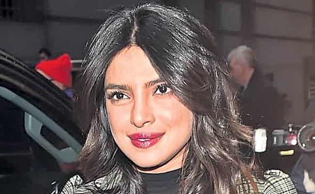 Bollywood star heroine Priyanka Chopra pregnant? - Sakshi