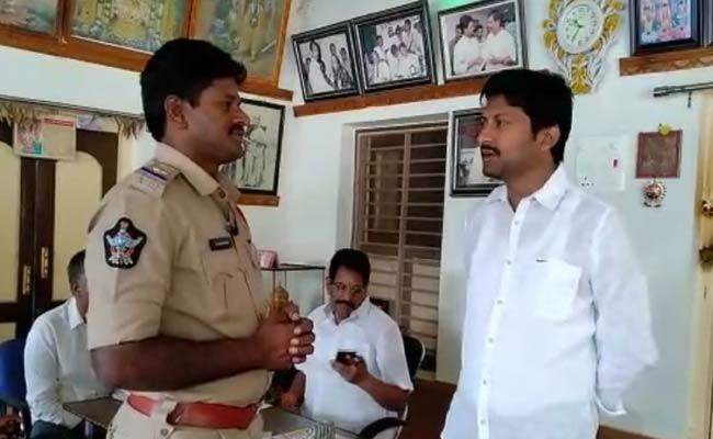 YSRCP Leader Abbayya Chowdary House Arrested In Denduluru - Sakshi