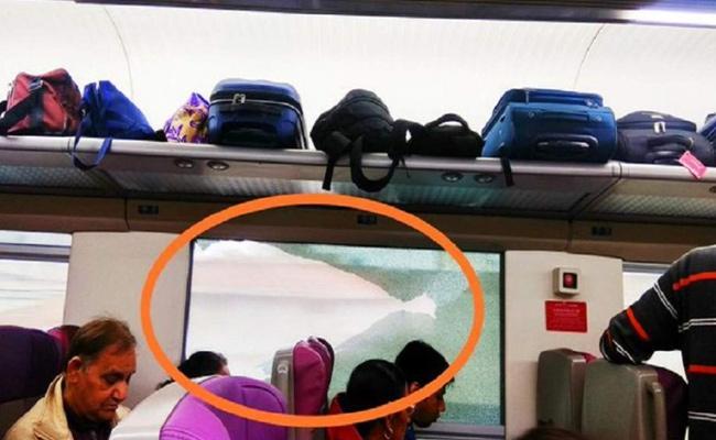 Stones Pelted On Vande Bharat Express Window Pane Broken - Sakshi