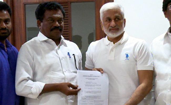 YSRCP BC Leader Janga Krishnamurthy Gets Party B Form For MLC Elections - Sakshi