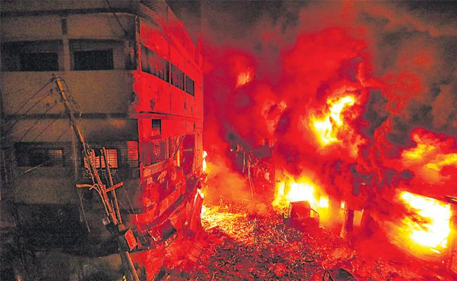 Dhaka: Massive fire in Bangladesh's capital kills at least 70 - Sakshi