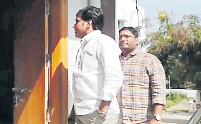 Police  investigated the realtors associated with Rakesh Reddy - Sakshi