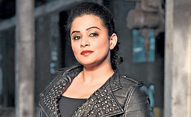 Priyamani to make her comeback with a small film - Sakshi