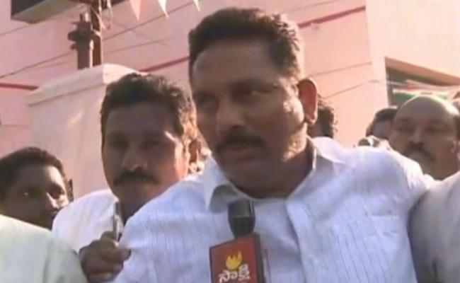 There is no connection to the ysrcp, says  Kattula Ravi Kumar - Sakshi