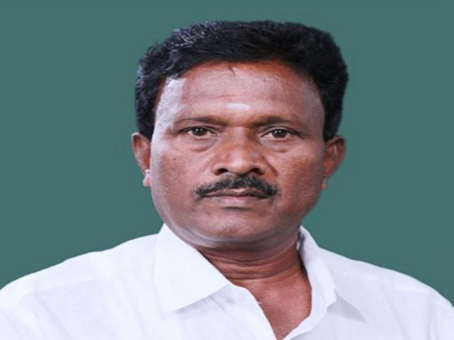 Villupuram ADMK MP Rajendran died in road accident - Sakshi