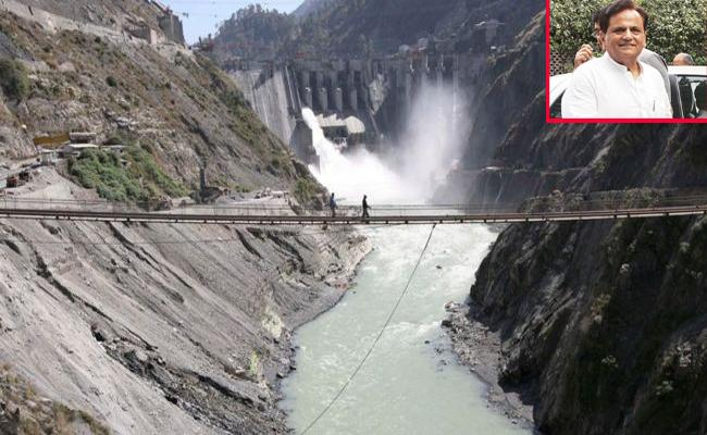 Ahmed Patel Says Modi Government Misleading Public On Water Flow To Pakistan - Sakshi