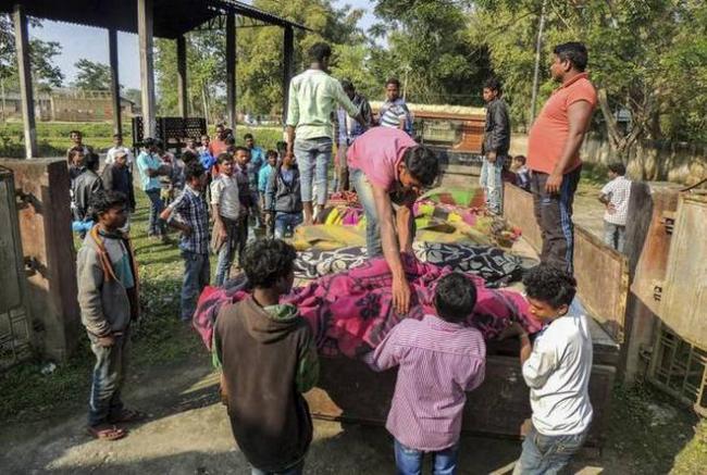 80 Assam Tea Garden Workers Died Due To Toxic Liquor - Sakshi