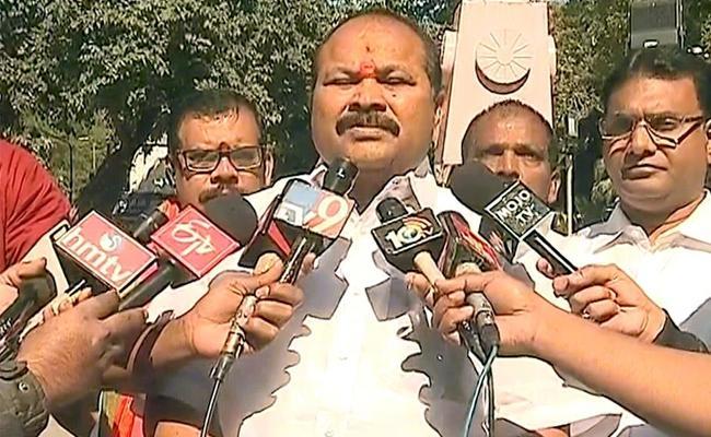 Kanna Lakshmi Narayana Criticises Rahul Gandhi - Sakshi