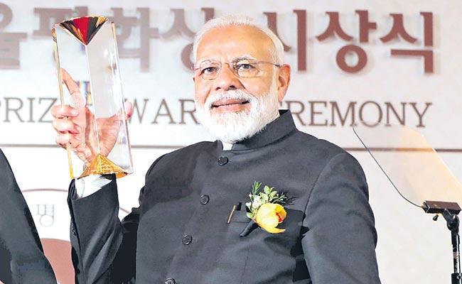 PM Modi On Visit To South Korea Awarded Seoul Peace Prize - Sakshi
