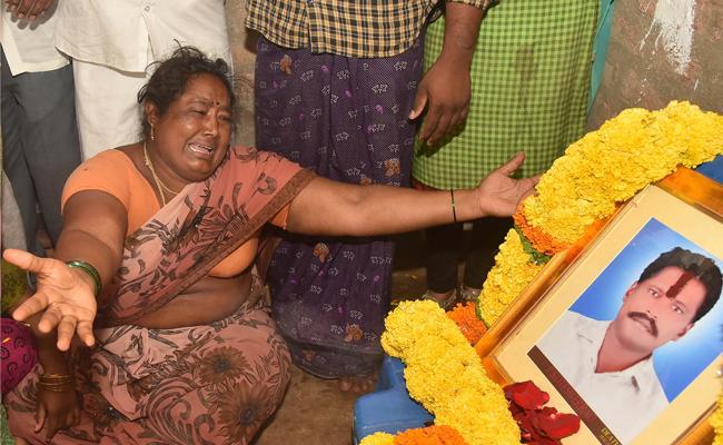 Police Deviating Farmer Kotaiah Case - Sakshi