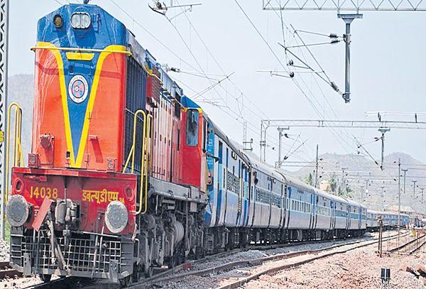 445 special trains in summer - Sakshi