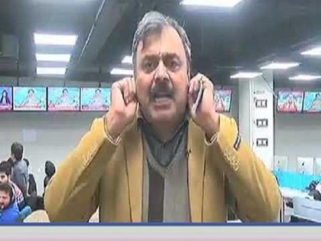 Pakistani News Anchor Said Tamatar Ka Jawab Atom Bomb Se Diya Jaega - Sakshi