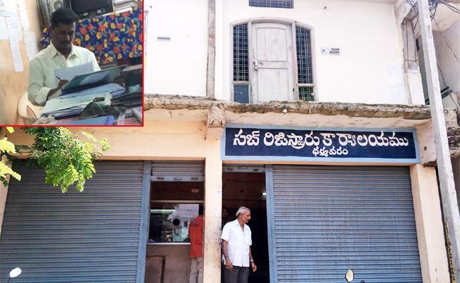 Bribery Demanding In Subregister Office Anantapur - Sakshi