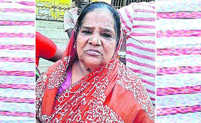 Thieves Robes Women In Police Dress - Sakshi