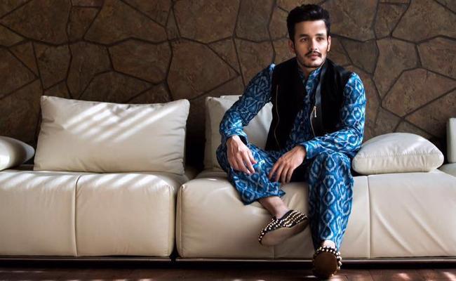 Akhil Akkineni To Romance Taaxiwala Fame Priyanka Jawalkar - Sakshi