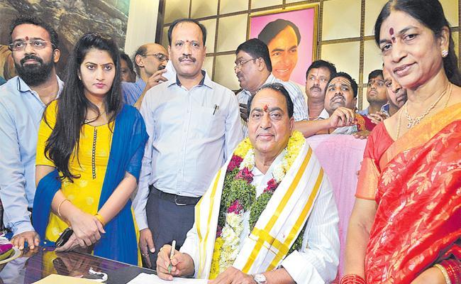 Indrakaran Reddy Take Charge As Telangana Minister - Sakshi