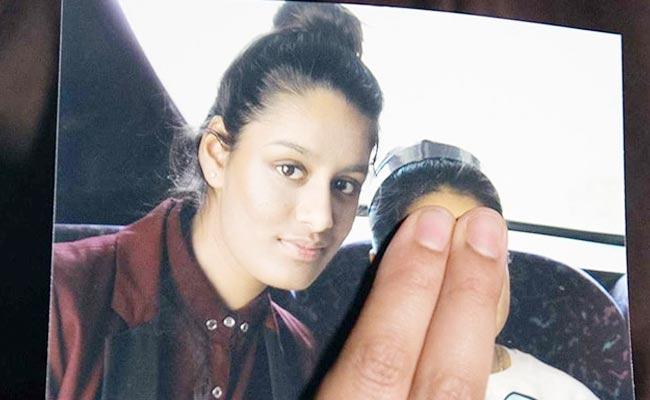 Father Of Shamima Begum Who Joined ISIS Asks Britain Govt To Take Her Back - Sakshi