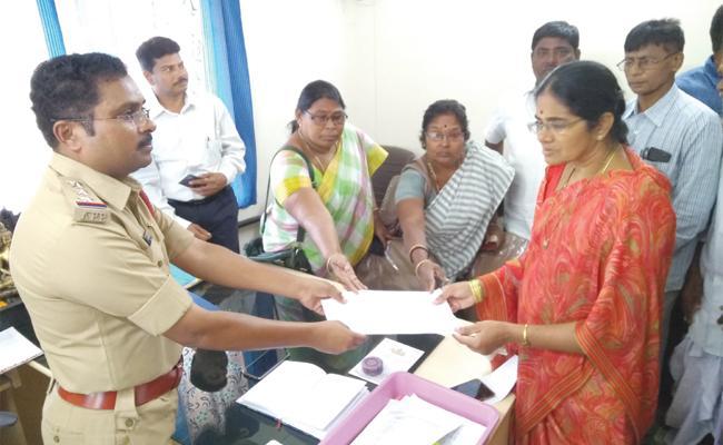 Maths Teacher Massages to Women Teachers in Vizianagaram - Sakshi