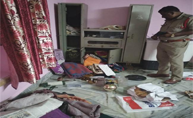 Robbery in Bank Manager House Srikakulam - Sakshi
