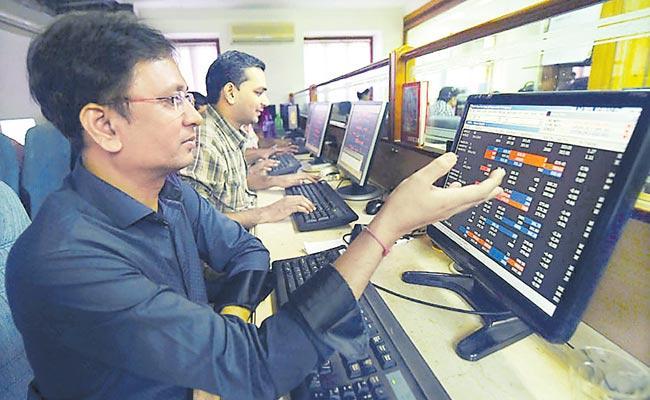 Sensex loses 499 points in intra day - Sakshi